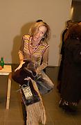 Eva Rausing, State of Play opening,  Serpentine Gallery, 2 February 2004. © Copyright Photograph by Dafydd Jones 66 Stockwell Park Rd. London SW9 0DA Tel 020 7733 0108 www.dafjones.com