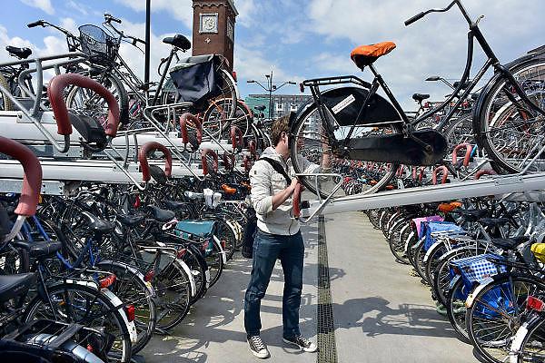 Nederland, Nijmegen, 2-7-2014Openbare fietsenstalling naast het station bestaat uit twee verdiepingen.Foto: Flip Franssen/Hollandse Hoogte