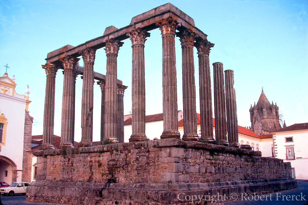 PORTUGAL, CENTRAL REGION Evora, Roman Temple of Diana 2cAD