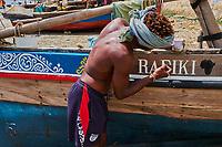 Kenya, archipel de Lamu, ville de Lamu patrimoine mondial de l'Unesco, pentre de bateau // Kenya, Lamu island, Lamu town, Unesco world heritage, boat painter