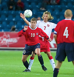 OSLO, NORWAY - Wednesday, September 5, 2001: Wales' Robbie Savage and Norway's Ole Gunnar Solskjaer during the FIFA World Cup 2002 Qualifying Group 5 match at the Ullevaal Stadion. (Pic by David Rawcliffe/Propaganda)