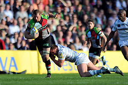 Chris Robshaw (Harlequins) goes on the attack - Photo mandatory by-line: Patrick Khachfe/JMP - Tel: Mobile: 07966 386802 29/03/2014 - SPORT - RUGBY UNION - The Twickenham Stoop, London - Harlequins v London Irish - Aviva Premiership.