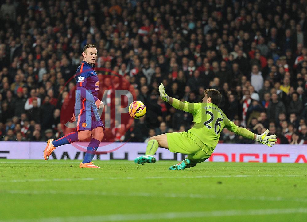 Manchester United's Wayne Rooney scores. - Photo mandatory by-line: Alex James/JMP - Mobile: 07966 386802 - 22/11/2014 - Sport - Football - London - Emirates Stadium - Arsenal v Manchester United - Barclays Premier League