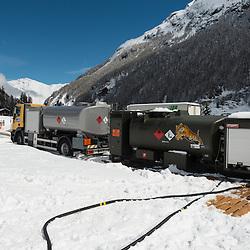 29. April 2014 PDG 2014<br /> Patrouille des Glacier 2014 Arolla<br /> Aufbau PDG, Tankwagen in Arolla