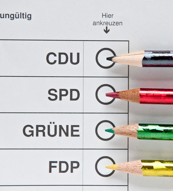 DEU,Deutschland Stimmzettel zur Wahl Symbolbild fuer Parteienwahl Kommunalwahl,Landtagswahl,Bundestagswahl, SPD, CDU, GRUENE, Buendnis 90 die Gruenen, FDP, Koalition, : -     | DEU, Germany, picture symbolizing  elections representing the big parties like SPD,CDU,FDP and Buendnis 90 die Gruenen , GRUENE   |
