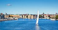 Segelbåt seglar på Strömmen i Stockholm. / Sailboat sailing on Strömmen in Stockholm Sweden.