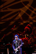 Singer Lenny Kravitz performs during the Rainforest Foundation's benefit concert at Carnegie Hall in New York May 19, 2006. Photo By Keith Bedford