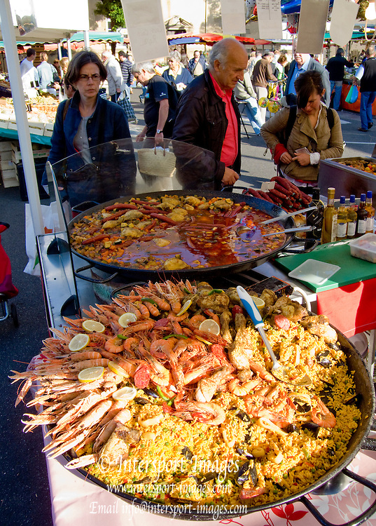 Rennes, FRANCE,  Dishes of Paella on display  at the Saturday Morning Market,  Brittany.  Saturday  26/09/2009   [Mandatory Credit Peter Spurrier Intersport Images]. Street Photo.