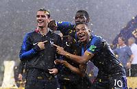 FUSSBALL  WM 2018  FINALE  ------- Frankreich - Kroatien    15.07.2018 Jubel über den zweiten Stern: Antoine Griezmann, Paul Pogba und Kylian Mbappe (v.l., alle Frankreich)