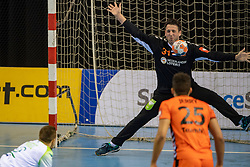11-04-2019 NED: Netherlands - Slovenia, Almere<br /> Third match 2020 men European Championship Qualifiers in Topsportcentrum in Almere. Slovenia win 26-27 / Gerrie Eijlers #31 of Netherlands, Gasper Marguc #6 of Slovenia