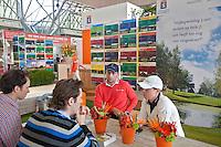 AMSTERDAM - Floris de Vries en Christel Boeljon in Stand van de NGF, Nederlandse Golf Federatie op Golfbeurs , Amsterdam Golf Show, in de Amsterdamse Rai. COPYRIGHT KOEN SUYK