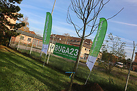 Mannheim. 22.11.17 | <br /> Feudenheim. Vor der ehemaligen US Kaserne Spinelli. Hier soll die Bundesgartenschau 2023 stattfinden.<br /> Die BUGA 2023 in Mannheim r&uuml;ckt n&auml;her. Mit dem Konzept &bdquo;Mannheim verbindet&ldquo; entsteht bis 2023 innerst&auml;dtisch eine neue Parklandschaft &ndash; f&uuml;r eine bessere Lebensqualit&auml;t und ein angenehmeres Stadtklima. Als Auftakt zur BUGA Mannheim 2023 wird deshalb direkt im Zentrum des Gartenschaugel&auml;ndes eine Esskastanie (Castanea sativa), Baum des Jahres 2018, gepflanzt. <br /> <br /> <br /> Bild: Markus Prosswitz 22NOV17 / masterpress (Bild ist honorarpflichtig - No Model Release!) <br /> BILD- ID 00553 |