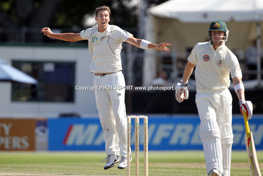 New Zealand bowler Brent Arnel celebrates the dismissal of  Australia's vice captain Michael Clarke.<br />