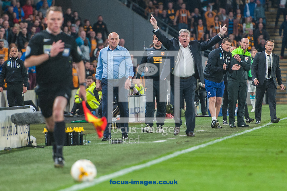Hull City manager Steve Bruce appeals for a throw-in during the Sky Bet Championship Playoff Semi-final Leg Two at KC Stadium, Hull<br /> Picture by Matt Wilkinson/Focus Images Ltd 07814 960751<br /> 17/05/2016