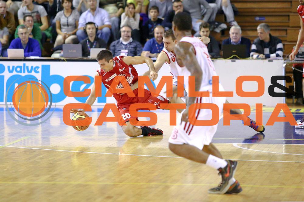 DESCRIZIONE : Varese Lega A 2013-14 Cimberio Varese vs Grissin Bon Reggio Emilia <br /> GIOCATORE : Cinciarini<br /> CATEGORIA : Palleggi<br /> SQUADRA : Reggio Emilia<br /> EVENTO : Campionato Lega A 2013-2014<br /> GARA : Cimberio Varese Grissin Bon Reggio Emilia<br /> DATA : 13/10/2013<br /> SPORT : Pallacanestro <br /> AUTORE : Agenzia Ciamillo-Castoria/I.Mancini<br /> Galleria : Lega Basket A 2012-2013  <br /> Fotonotizia : Cimberio Varese  Lega A 2013-14 Cimberio Varese vs Grissin Bon Reggio Emilia<br /> Predefinita :