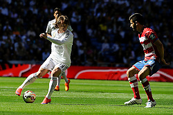 05.04.2015, Estadio Santiago Bernabeu, Madrid, ESP, Primera Division, Real Madrid vs FC Granada, 29. Runde, im Bild Real Madrid&acute;s Luka Modric and Granada&acute;s Francisco Rico // during the Spanish Primera Division 29th round match between Real Madrid CF and Granada FC at the Estadio Santiago Bernabeu in Madrid, Spain on 2015/04/05. EXPA Pictures &copy; 2015, PhotoCredit: EXPA/ Alterphotos/ Luis Fernandez<br /> <br /> *****ATTENTION - OUT of ESP, SUI*****