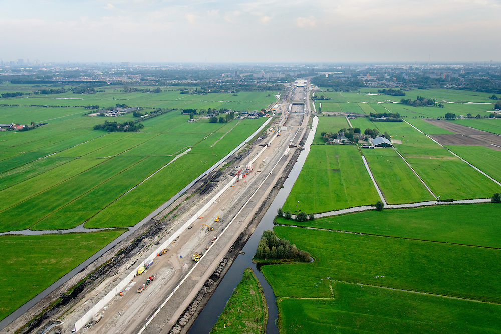 Nederland, Zuid-Holland, Midden-Delfland, 28-09-2014; aanleg A4 Midden-Delfland door Polder Vockestaert. Rotterdam, Vlaardingen en Schiedam aan de horizon.<br /> Construction extension A4 motorway through the polder Vockestaert, between Delft and Rotterdam. <br /> luchtfoto (toeslag op standard tarieven);<br /> aerial photo (additional fee required);<br /> copyright foto/photo Siebe Swart