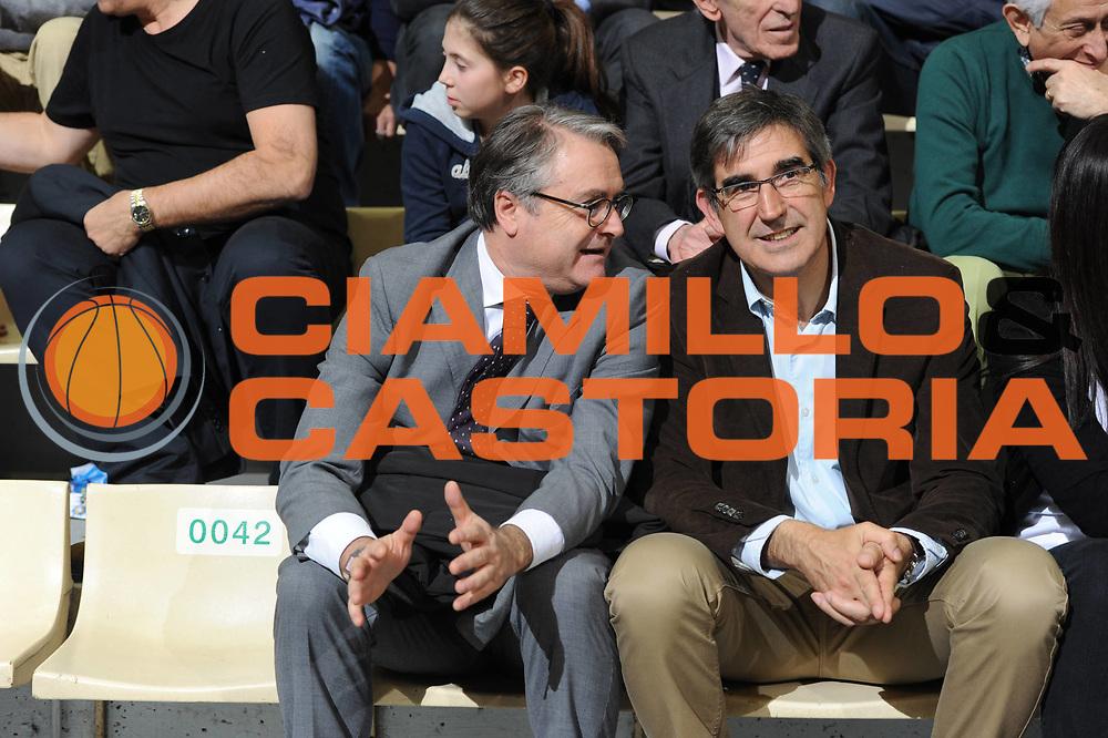 DESCRIZIONE : Siena Eurolega 2011-12 Montepaschi Siena Olympiakos<br /> GIOCATORE : Valentino Renzi Jordi Bertomeu<br /> CATEGORIA : curiosita<br /> SQUADRA : <br /> EVENTO : Eurolega 2011-2012<br /> GARA : Montepaschi Siena Olympiakos<br /> DATA : 23/03/2012<br /> SPORT : Pallacanestro <br /> AUTORE : Agenzia Ciamillo-Castoria/GiulioCiamillo<br /> Galleria : Eurolega 2011-2012<br /> Fotonotizia : Siena Eurolega 2011-12 Montepaschi Siena Olympiakos<br /> Predefinita :