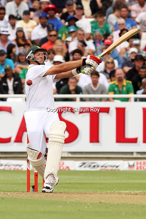 CAPE TOWN, SOUTH AFRICA - 2 January 2011, Jacques Kallis of South Africa misses with his pull shot during day 1 of the 3rd Castle Test between South Africa and India held at Sahara Park Newlands Stadium in Cape Town, South Africa on the 2 January 2011 .Photo by: Shaun Roy