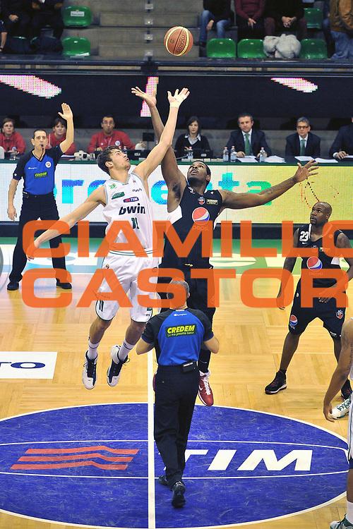 DESCRIZIONE : Treviso Lega A 2010-11 Benetton Treviso Pepsi Caserta<br /> GIOCATORE : Donatas Motiejunas<br /> SQUADRA : Benetton Treviso<br /> EVENTO : Lega A 2010-2011<br /> GARA : Benetton Treviso Pepsi Caserta<br /> DATA : 15/01/2011<br /> CATEGORIA : Contesa<br /> SPORT : Pallacanestro <br /> AUTORE : Agenzia Ciamillo-Castoria/S.Ferraro<br /> Galleria : Lega A 2010-2011<br /> Fotonotizia : Treviso Lega A 2010-11 Benetton Treviso Pepsi Caserta<br /> Predefinita :