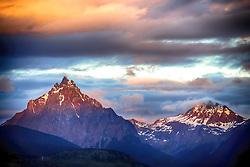 """Monte Olivia (es) com o Monte Cinco Irmãos ao fundo.  O Monte Olivia possui 1.326 metros acima do nível do mar e está nos arredores de Ushuaia, na Tierra del Fuego, Argentina. É a altura máxima da cadeia montanhosa que rodeia a denominada """"cidade do fim do mundo"""". FOTO: Jefferson Bernardes/ Agência Preview"""