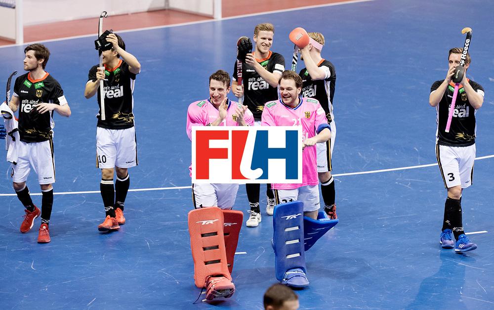 BERLIN - Indoor Hockey World Cup<br /> Men: Germany - Australia<br /> foto: germany thanks the fans.<br /> WORLDSPORTPICS COPYRIGHT FRANK UIJLENBROEK
