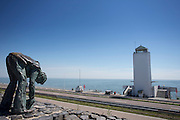 De Afsluitdijk bij het monument, met links het standbeeld van de dokwerker. Het is dit jaar tachtig jaar geleden dat de Afsluitdijk werd voltooid en de Waddenzee werd afgesloten van wat nu het IJsselmeer (op de foto) heet.<br /> <br /> In 1932, the gap between the Wadden Sea and the former Zuiderzee closed by the Afsluitdijk. Now it is a major thoroughfare between Friesland and North Holland and it separates the Wadden Sea from the IJsselmeer.