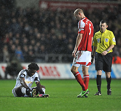 Swansea City's Wilfried Bony in pain. - Photo mandatory by-line: Alex James/JMP - Tel: Mobile: 07966 386802 28/01/2014 - SPORT - FOOTBALL - Liberty Stadium - Swansea - Swansea City v Fulham - Barclays Premier League