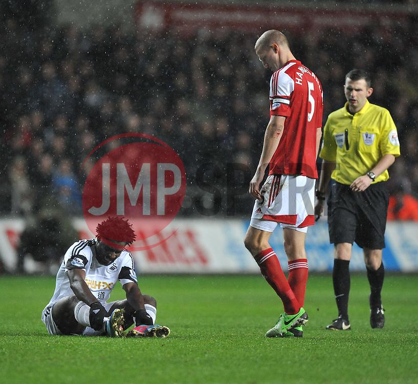 Swansea City's Wilfried Bony in pain. - Photo mandatory by-line: Alex James/JMP - Tel: Mobile: 07966 386802 28/01/2014 - SPORT - FOOTBALL - Liberty Stadium - Swansea - Swansea City v Fulham - Barclays Premier League
