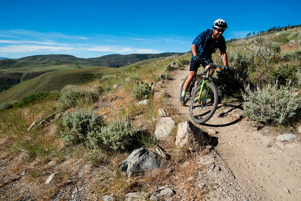 A racer descends the Ash to Kings trail Saturday.