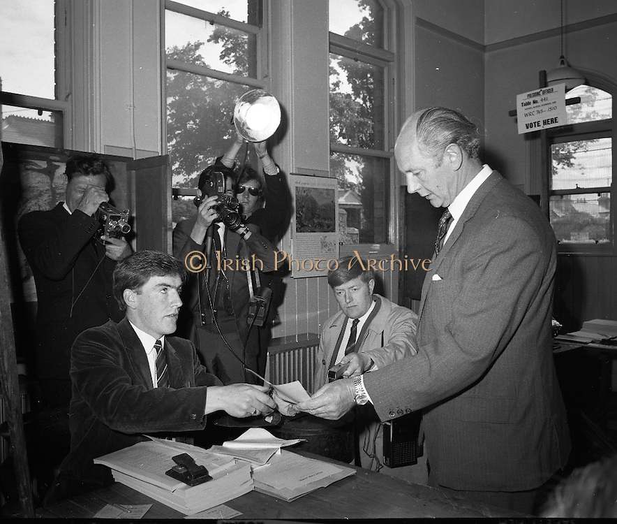 An Taoiseach & Mrs Jack Lynch cast their votes in Rathgar in the general election. .18.06.1969