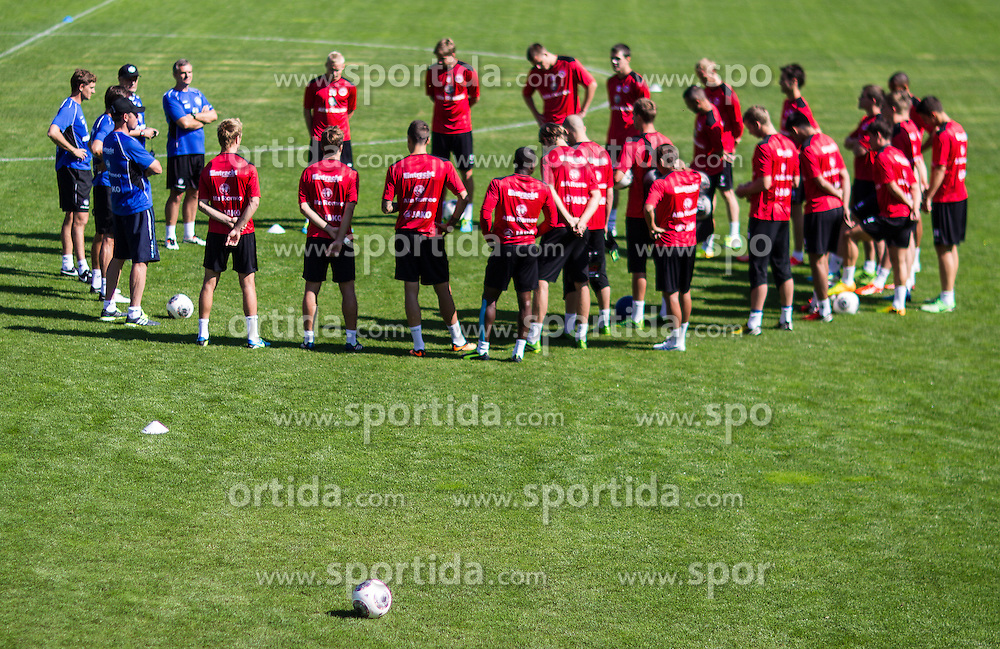 17.07.2013, Sportzentrum, Laengenfeld, AUT, Eintracht Frankfurt Trainingslager, im Bild Mannschafts besprechung vor dem Training // during the Trainings Camp of German Bundesliga Club Eintracht Frankfurt at the Sportzentrum, Laengenfeld, Austria on 2013/07/17. EXPA Pictures © 2013, PhotoCredit: EXPA/ Johann Groder
