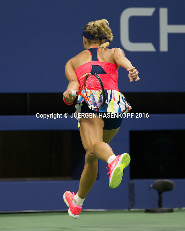 ANGELIQUE KERBER (GER) rennt einem Ball hinterher den sie nicht mehr erreicht,<br /> <br /> Tennis - US Open 2016 - Grand Slam ITF / ATP / WTA -  USTA Billie Jean King National Tennis Center - New York - New York - USA  - 4 September 2016.