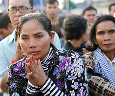Phnom Penh-Cambodians mourn after 4 dead as police opened fire on protestors