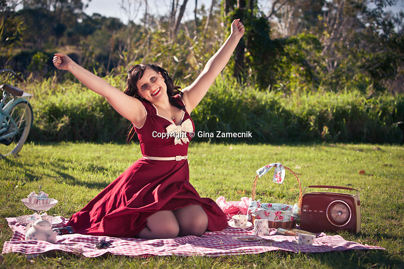 Pinup girl in the park having a picnic
