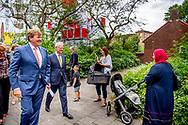 11-7-2018 AMSTERDAM - King Willem-Alexander is shown around a part of the Kolenkitbuurt. On the way he was informed about the neighborhood and initiatives developed with residents. COPYRUGHT ROBIN UTRECHT AMSTERDAM - Koning Willem-Alexander wordt rondgeleid door een deel van de Kolenkitbuurt. Onderweg werd hij ingelicht over de buurt en initiatieven die met bewoners zijn ontwikkeld. ANP ROYAL IMAGES ROBIN UTRECHT *NETHERLANDS ONLY*