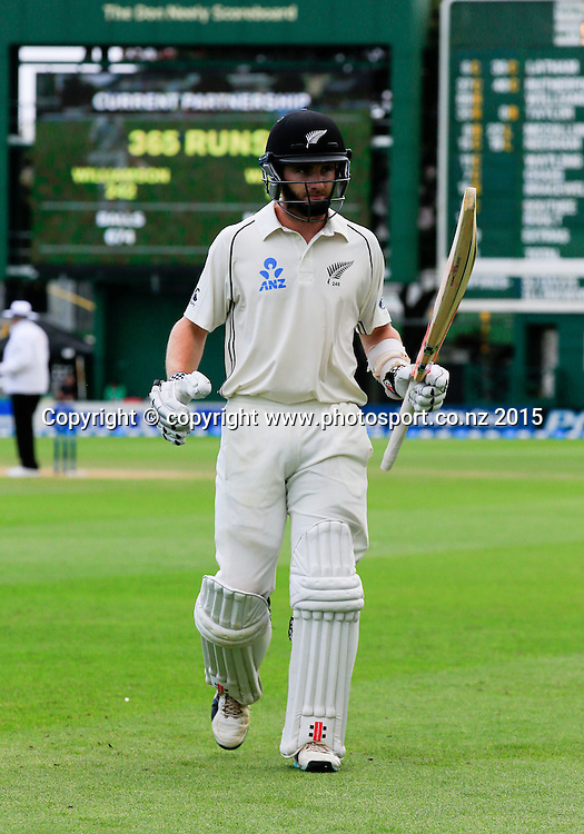 Kane Williamson leaves the field after his record breaking partnership with BJ Watling. Fourth day, second test, ANZ Cricket Test series, New Zealand Black Caps v Sri Lanka, 06 January 2015, Basin Reserve, Wellington, New Zealand. Photo: John Cowpland / www.photosport.co.nz