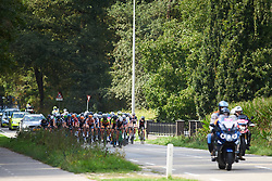 The peloton approach at Boels Ladies Tour 2018 - Stage 3, a 129km road race in Gennep, Netherlands on August 30, 2018. Photo by Sean Robinson/velofocus.com