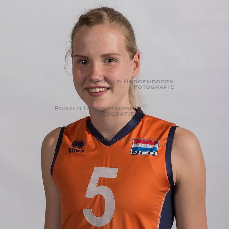 07-06-2016 NED: Jeugd Oranje meisjes <2000, Arnhem<br /> Photoshoot met de meisjes uit jeugd Oranje die na 1 januari 2000 geboren zijn / Eline Geerdink