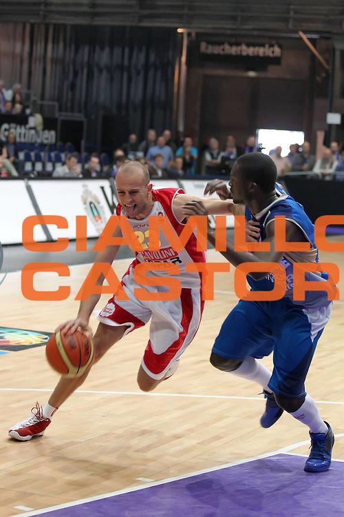 DESCRIZIONE : Gottingen Fiba Europe EuroChallenge Men Final Four 2010<br /> Final 3-4 Place Scavolini Spar Pesaro Roanne Basket<br /> GIOCATORE : Nebojsa Joksimovic<br /> SQUADRA : Scavolini Sapr Pesaro<br /> EVENTO : Fiba Europe EuroChallenge Final Four 2010<br /> GARA : Scavolini Spar Pesaro Roanne Basket<br /> DATA : 02/05/2010<br /> CATEGORIA : palleggio penetrazione<br /> SPORT : Pallacanestro <br /> AUTORE : Agenzia Ciamillo-Castoria/ElioCastoria<br /> Galleria : Fiba Europe EuroChallenge Final Four 2010<br /> Fotonotizia : Gottingen Fiba Europe EuroChallenge Men Final Four 2010<br /> Final 3-4 Place Scavolini Spar Pesaro Roanne Basket<br /> Predefinita :
