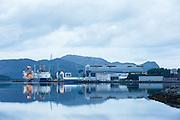 Early morning mood at Ulstein Yard, Ulsteinvik, Norway |  Tidlig morgenstemning på Ulstein Verft med Island Performer og Island Wellserver ved kai.