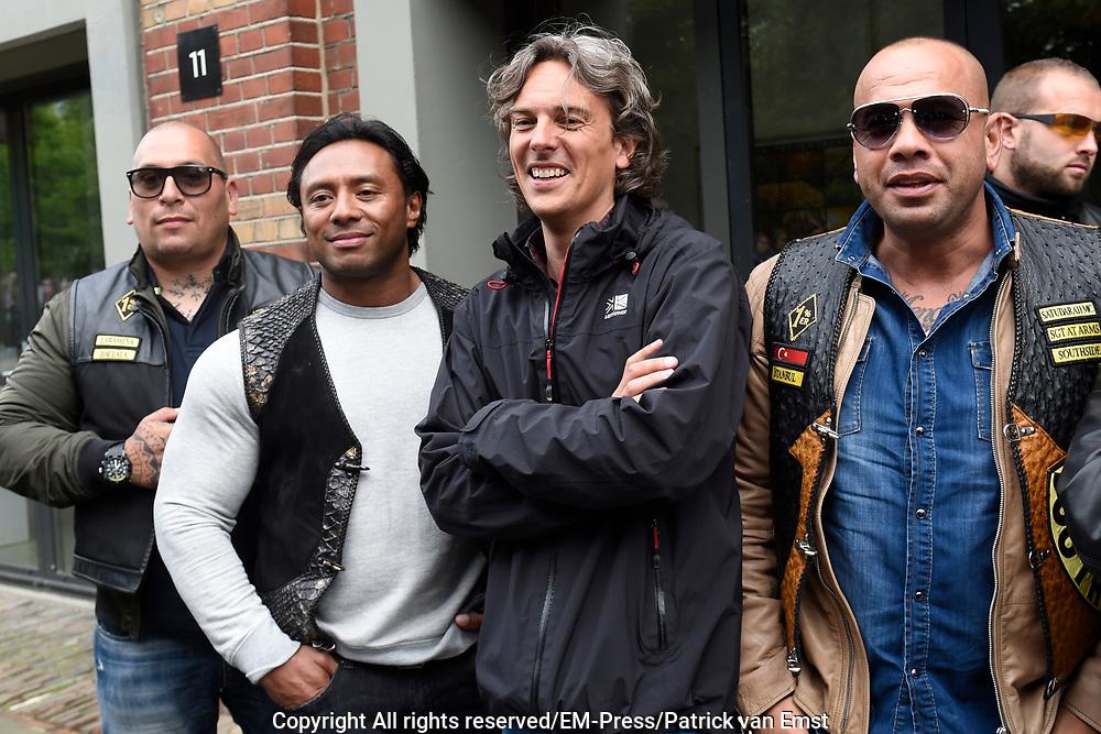 Premiere van de documentaire Satudarah One Blood in het ketelhuis in Amsterdam. De film geeft een kijkje achter de schermen van de motorclub. <br /> <br /> Op de foto:  Leden van motorclub Satudarah met regisseur Joost van der Valk