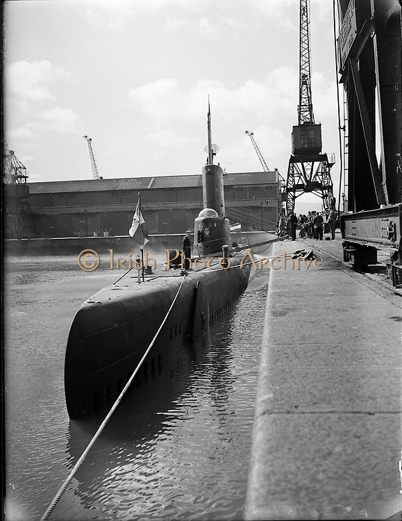 "Dutch Submarine ""Zeeleeuw"" visits Dublin Port..25.08.1960"