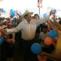 Villa del Carbon, Mex.- Ruben Mendoza Ayala, candidato<br />del PAN a la gubernatura de Mexico durante sus<br />actividades de campana en los municipios de Jilotepec,<br />Zoyaniquilpan, Chapa de Mota y Villa del Carbon rumbo<br />a las elecciones del 3 de Julio. Agencia MVT / Mario<br />Vazquez de la Torre.  (DIGITAL)<br /><br />NO ARCHIVAR - NO ARCHIVE