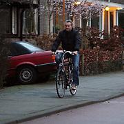 NLD/Rotterdam/20080121 - RTL programmadirecteur Erland Galjaard op de fiets