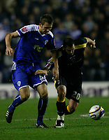 Photo: Steve Bond.<br /> Leicester City v Cardiff City. Coca Cola Championship. 26/11/2007. Steve Thompson (R) muscles past Gareth McAuley (L)