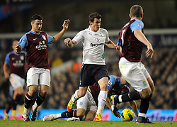 21.11.2011, White Hart Lane Stadion, London, ENG, PL, Tottenham Hotspur vs Aston Villa, 12. Spieltag, im Bild Tottenham Hotspur's Gareth Bale runs at the Aston Villa defence during the football match of English premier league, 12th round, between Tottenham Hotspur and Aston Villa at White Hart Lane Stadium, London, United Kingdom on 21/11/2011. EXPA Pictures © 2011, PhotoCredit: EXPA/ Sportida/ Chris Brunskill..***** ATTENTION - OUT OF ENG, GBR, UK *****