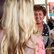 NLD/Volendam/20130523 - CD presentatie Monique Smit & Tim Douwsma, Monique met haar moeder Gerda
