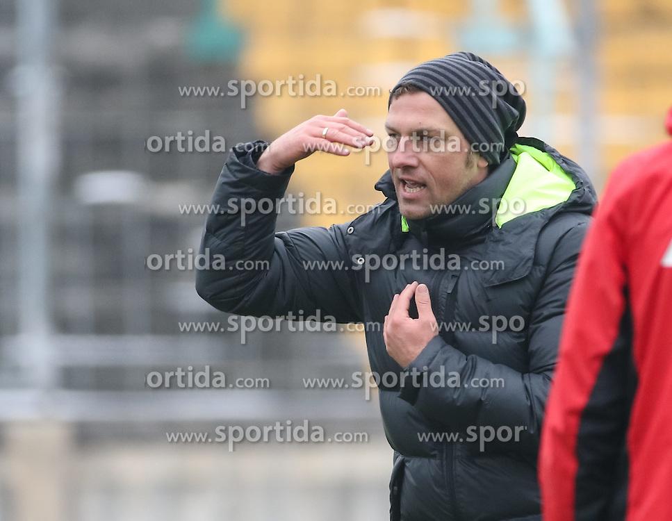 17.02.2015, Trainingsgel&auml;nde, Augsburg, GER, 1. FBL, FC Augsburg, Training, im Bild Markus Weinzierl (Trainer FC Augsburg) gibt Anweisungen auf dem Trainingsplatz, // during a trainingssession of the german 1st bundesliga club FC Augsburg at the Trainingsgel&auml;nde in Augsburg, Germany on 2015/02/17. EXPA Pictures &copy; 2015, PhotoCredit: EXPA/ Eibner-Pressefoto/ Krieger<br /> <br /> *****ATTENTION - OUT of GER*****