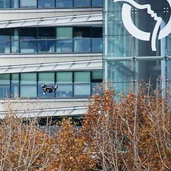 Démonstration en Seine du Commandement des Opérations Spéciales lors du 1er Forum Innovation Défense. Présentation de l'utilisation de drones aériens d'observation, du drone nautique REMORINA, et intervention de commandos marine depuis l'embarcation rapide ECUME.<br /> Novembre 2018 / Paris (75) / FRANCE<br /> Voir le reportage complet https://sandrachenugodefroy.photoshelter.com/gallery/2018-11-Demonstration-du-COS-en-Seine-Complet/G0000JcoPjzMD.TE/C0000yuz5WpdBLSQ